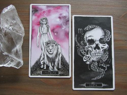 Tarotkaarten Kracht en De Dood uit de Lumina Tarot