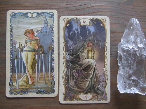 Tarotkaarten Zwaarden 8 en De Kluizenaar uit Tarot Mucha